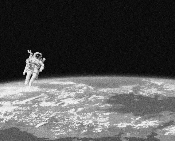 Diario 16. El Hombre salta al universo.